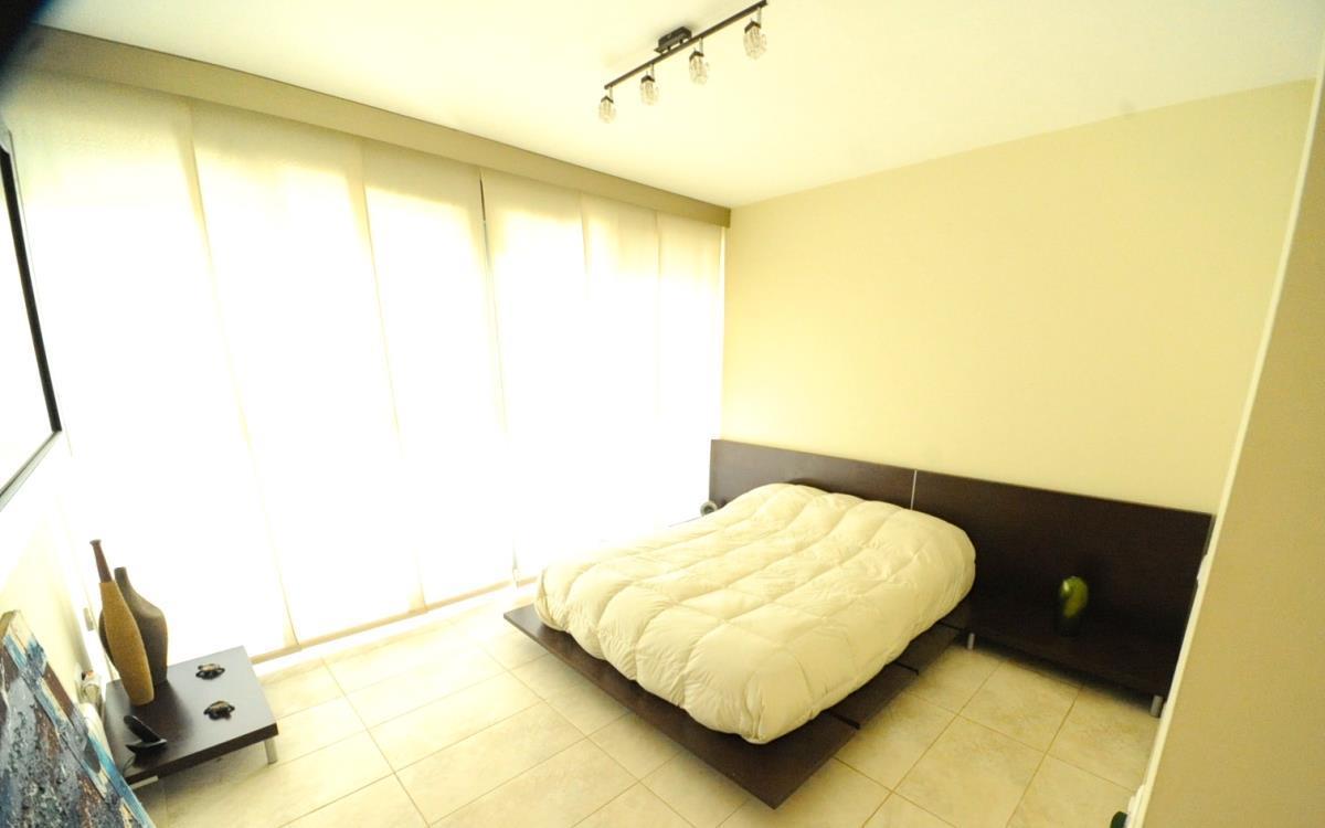 Habitación minimalista chalet valencia