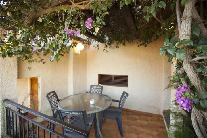 Terraza con entrada directa a la cocina