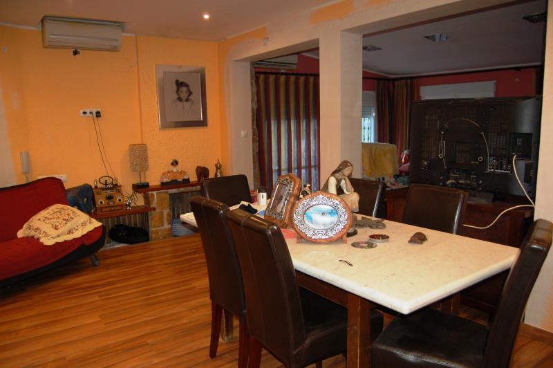 Chalet con salón comedor en 2 ambientes