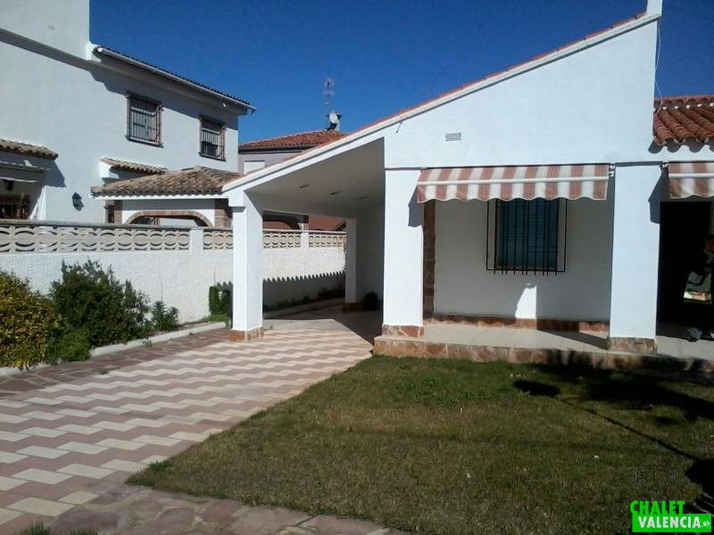 Garaje conectado con la vivienda El Oasis Valencia