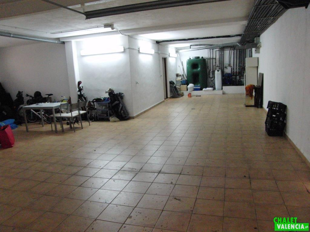 Garaje con espacio para 4 coches Chalet Valencia