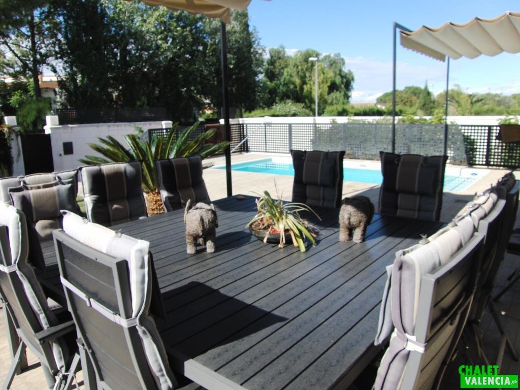 Terraza chalet La Eliana, el lujo del relax y el diseño moderno