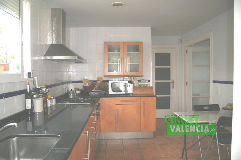 Kitchen with terrace in urbanization Montepilar