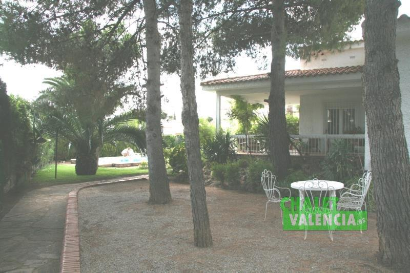 Consolidate garden with pines in L'Eliana