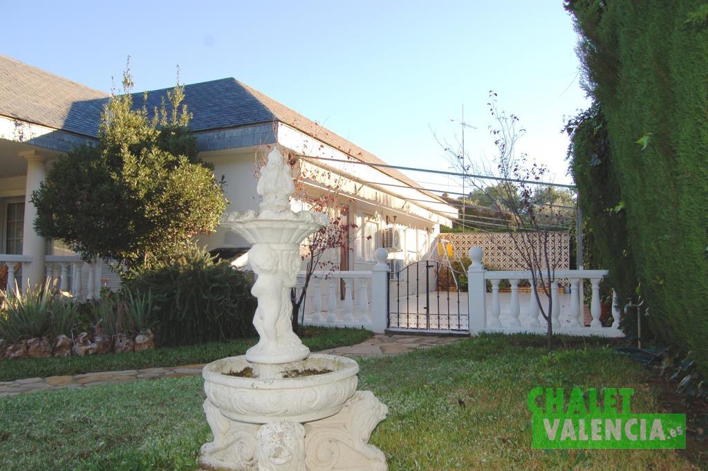 Terraza con acceso a cocina La Eliana