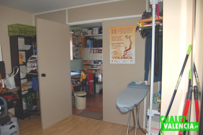 Zona lavadero, trastero, y despacho con salida independiente