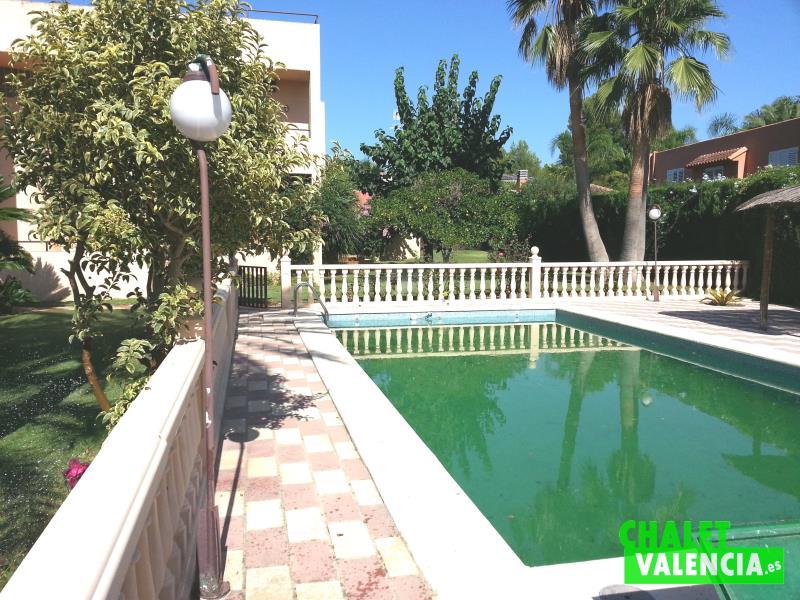 Piscina chalet en alquiler en La Eliana Valencia
