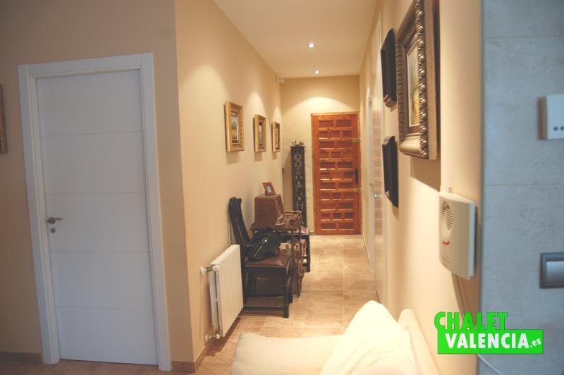 Vista pasillo desde cocina Chalet Valencia