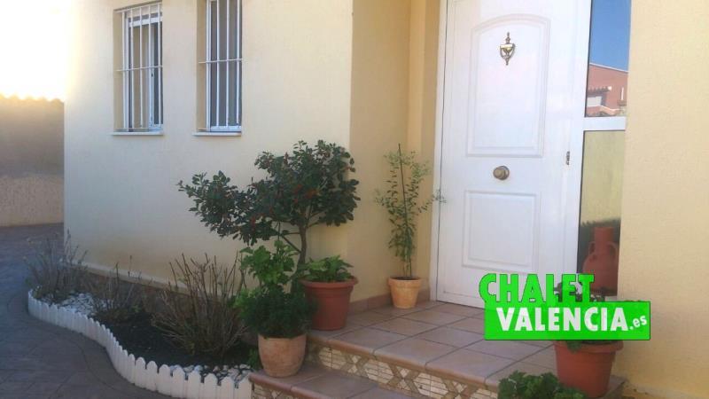 Puerta principal de entrada a la vivienda