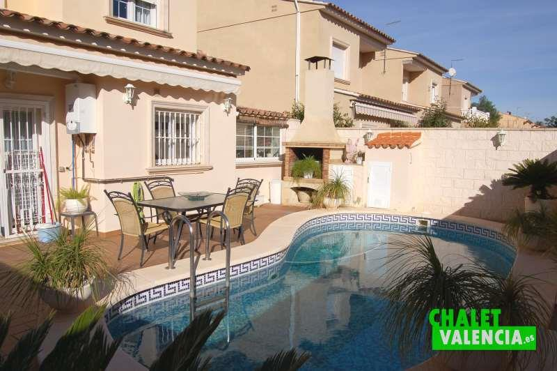 Zona de piscina chalet ideal para vivir Maravisa
