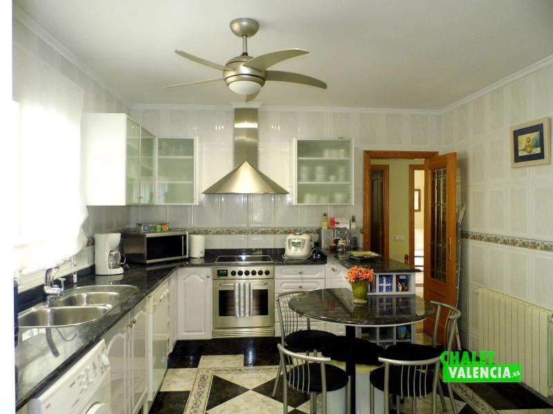 Cocina bonito chalet Paraíso Eliana Valencia