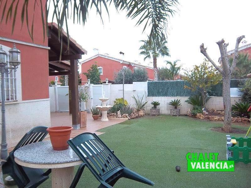 Jardín césped artificial Vista Calderona Chalet Valencia