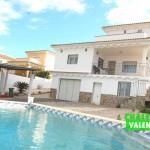 villa in urbanization La Sima