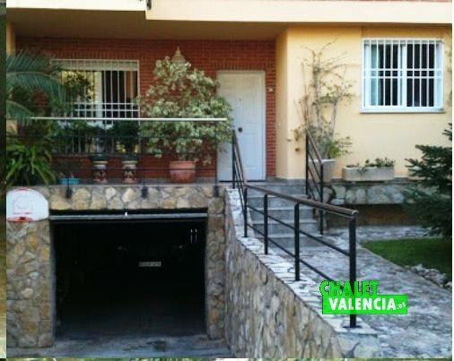 Puerta de entrada garaje Montealcedo