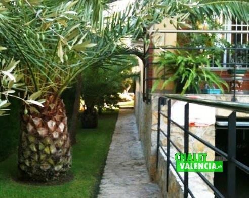 Jardín con palmeras Montealcedo