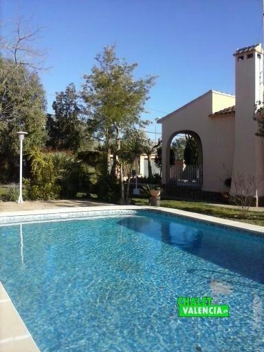 Vista piscina desde extremo noroeste de la parcela La Sima