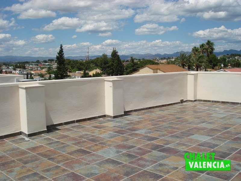 Gran terraza con vistas solarium eliana