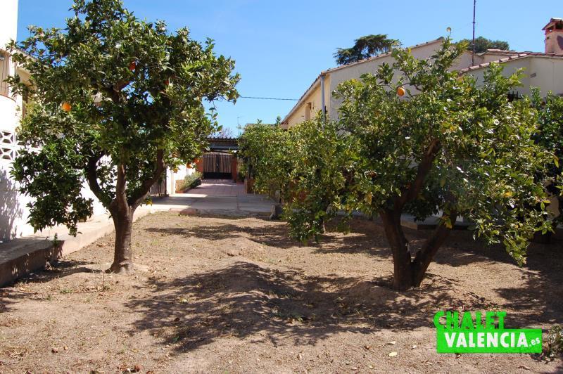 Chalet en montesol la eliana con parcela de 845m2 for Jardin urbano valencia