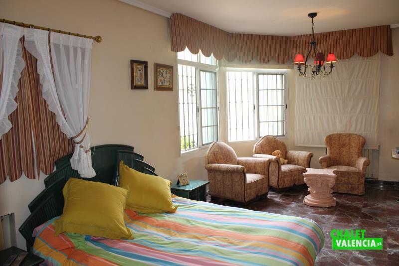 Gran suite en oportunidad de chalet en La Eliana