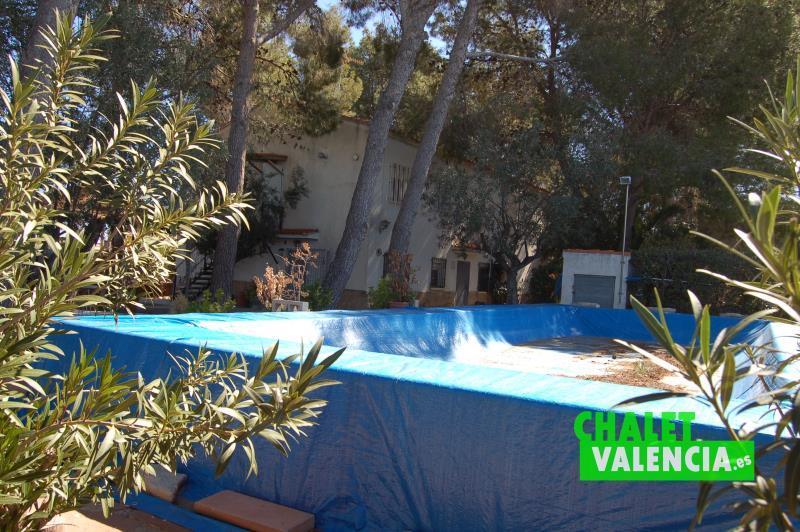 Piscina chalet con dos viviendas en Montealegre La Eliana