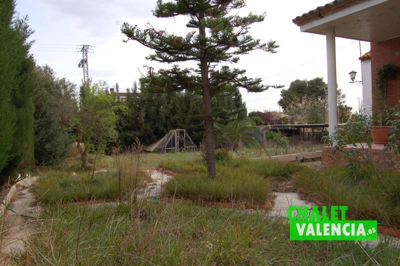 Zona sur este del chalet en Montesol La Eliana con parcela segregable