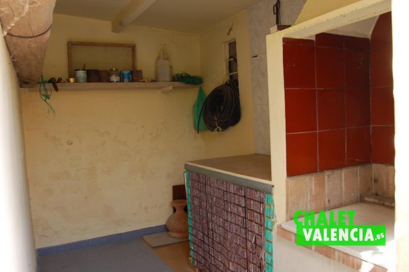 Paellero cubierto chalet independiente junto Metro Valencia La ELiana