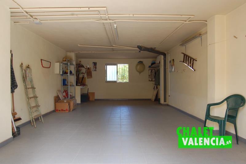 Sótano - zona para vehículos con entrada por rampa garaje