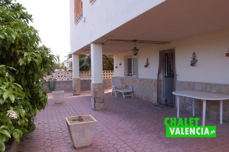 Terraza interior chalet junto Metro La Eliana Valencia