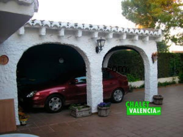 Vista garaje desde paellero chalet ideal en La Eliana