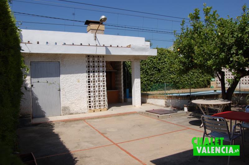 Paellero chalet independiente con piscina en el pueblo La Eliana