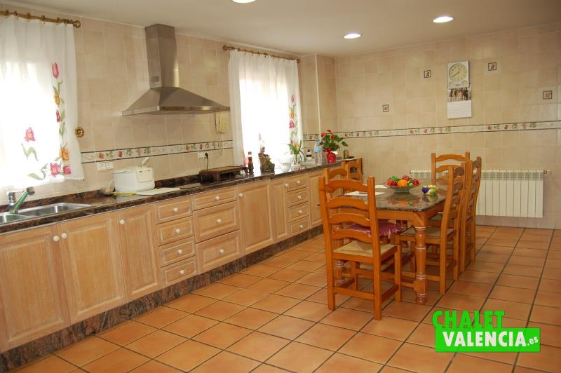 Cocina ideal para familias numerosas - chalet Valencia
