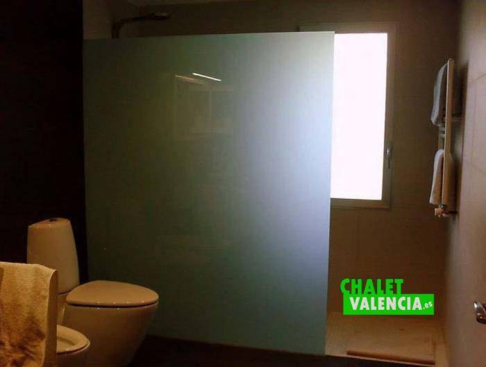 4 baños de diseño moderno alquiler venta chalet valencia
