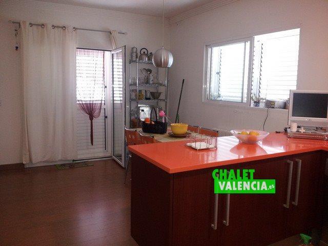 Cocina chalet independiente urbanización Maravisa