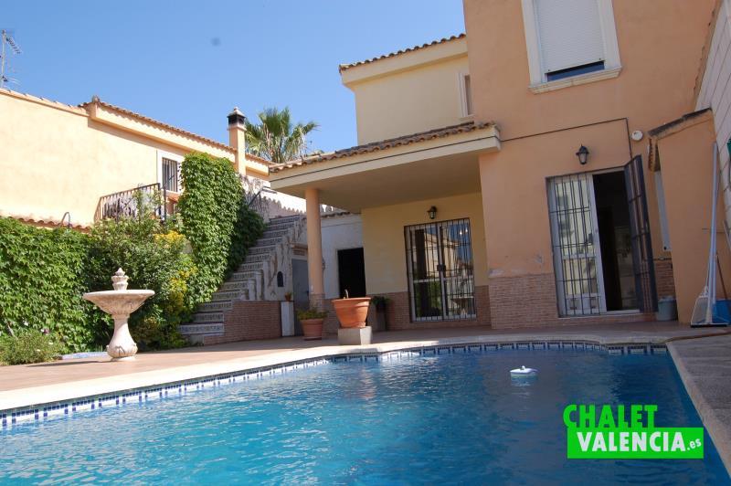 Piscinas en valencia cool jardines y piscinas valencia y for Hoteles en valencia con piscina