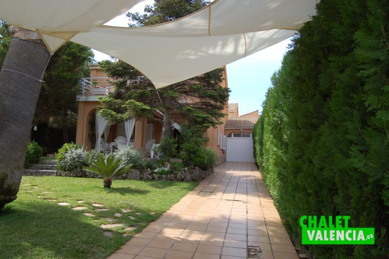 Chalet pareado con piscina en colinas de san antonio for Piscina san antonio