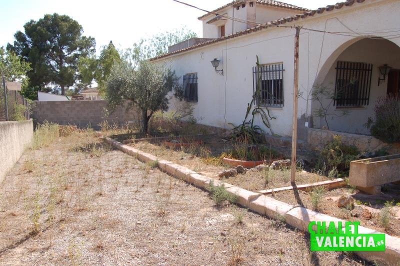 Entrada chalet con pinada en Montesano Valencia