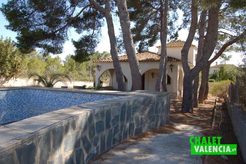 Vista chalet Montesano desde piscina