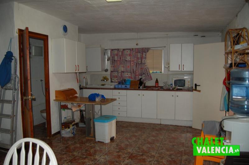 Zona planta baja con cocina y baño