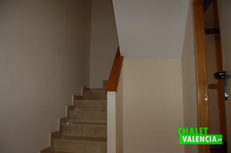 Chalet adosado en venta en san antonio benageber - Escaleras para sotanos ...
