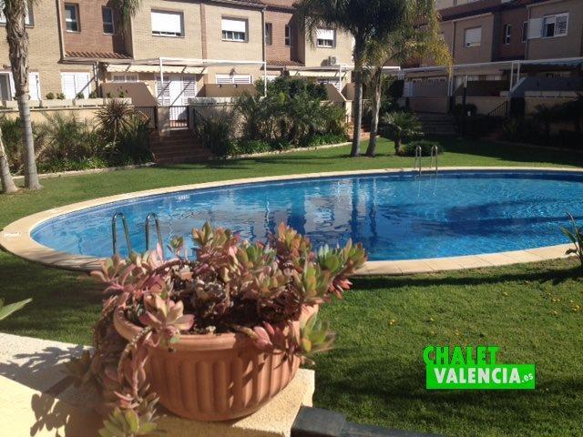 Chalet valencia adosado con piscina pueblo san antonio for Piscina san antonio