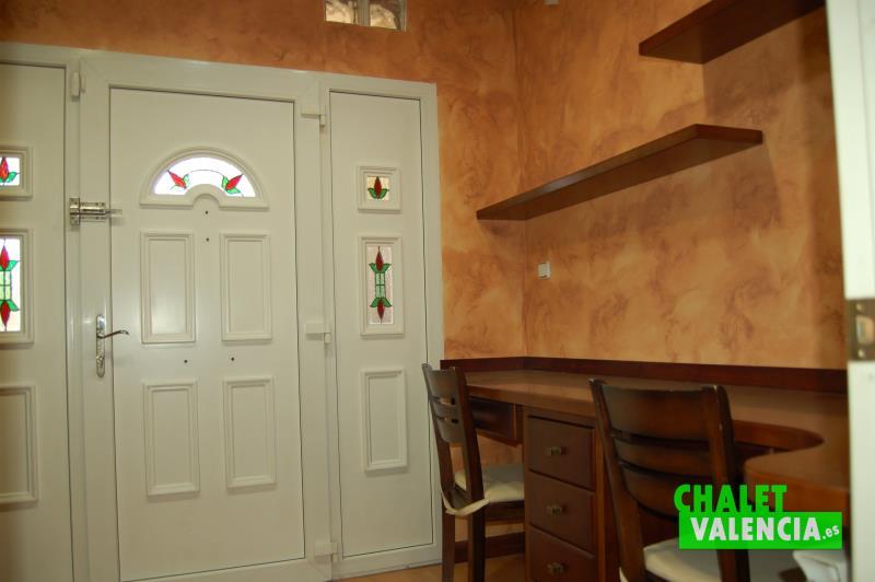 Despacho entrada garaje chalet pareado con privacidad junto La Eliana