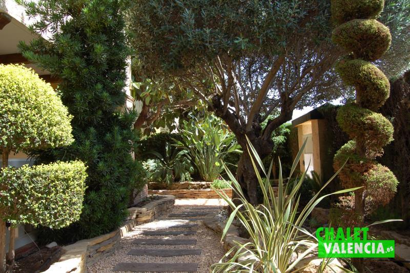 Jardín entrada chalet pareado con privacidad total Valencia