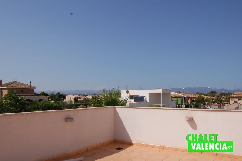 Terraza solarium de 70m2 con vistas