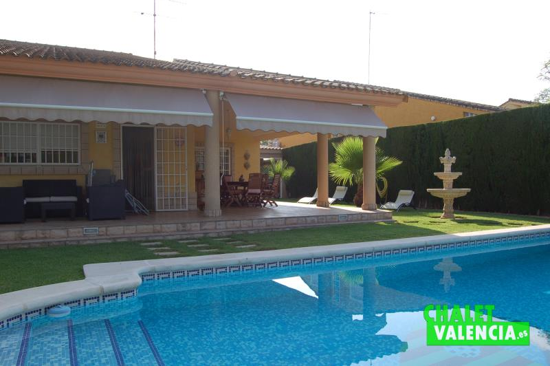 Charming villa in montealcedo near valencia for Alencea piscine alencon