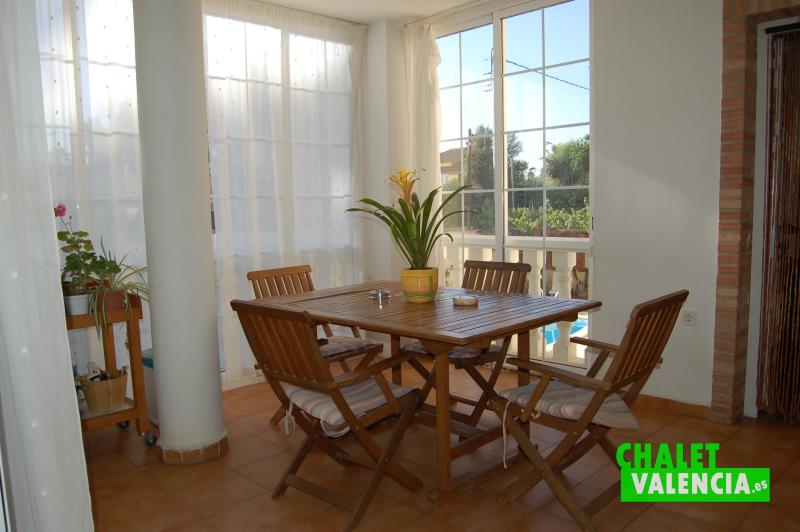 Terraza acristalada chalet en venta Montealcedo