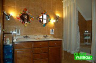 G6553-habitacion-principal-bano-chalet-Valencia