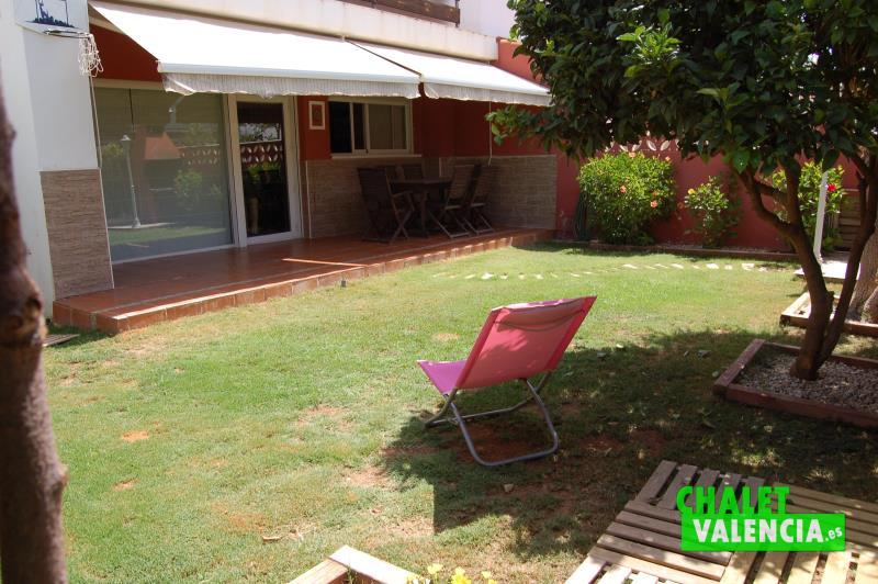 Jardín chalet pareado pueblo La Pobla Vallbona Valencia