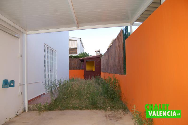 Porche de entrada en Sureste chalet pareado La Pobla de Vallbona