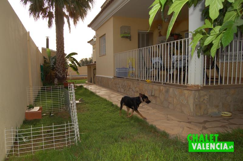 Lateral Sur del chalet en Mas Nou La Pobla Valencia