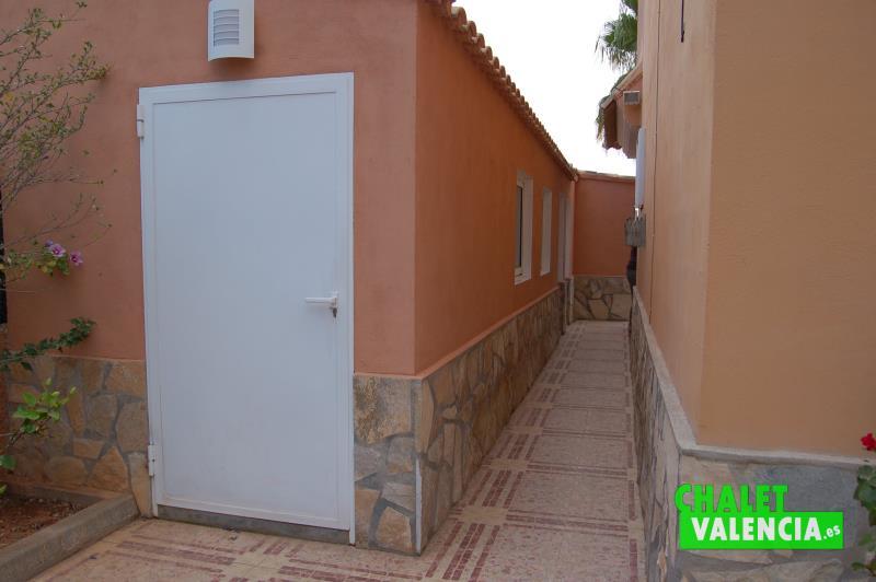 Construcción auxiliar con habitaciones, cocina, paellero y baño